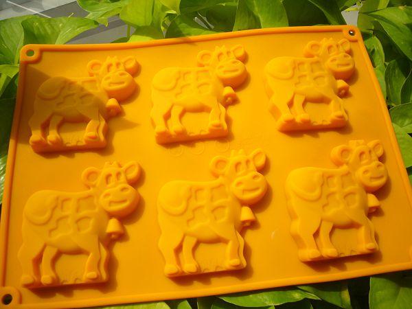 6-52 6孔矽膠模 小牛*1